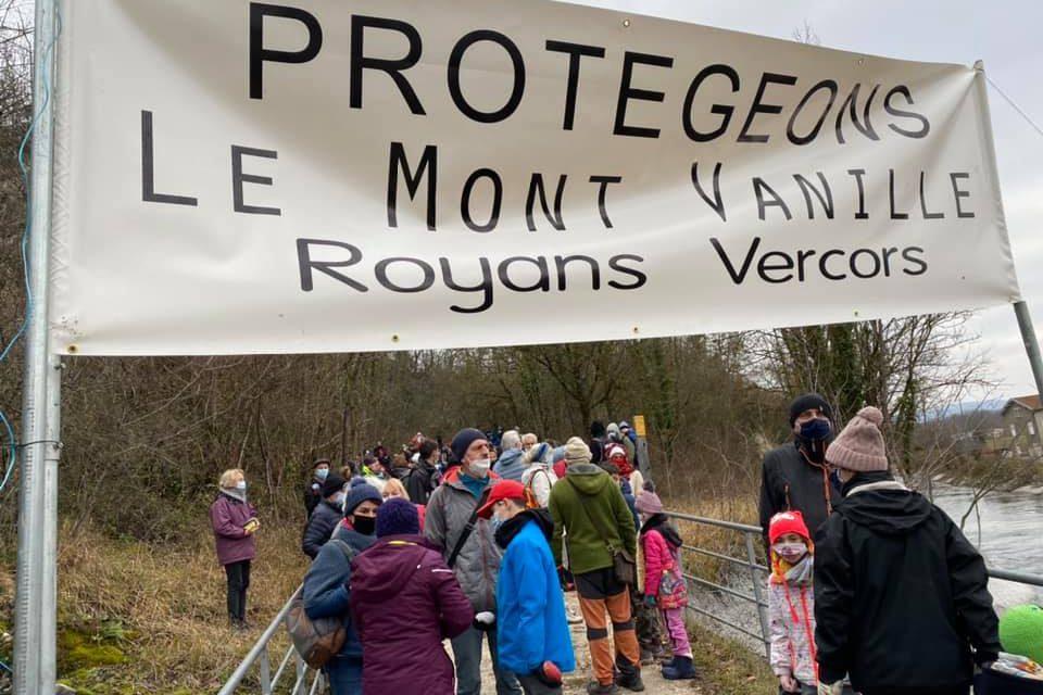 Mobilisation des habitant.e.set des élu.e.s contre le projet de carrière en Royans-Vercors